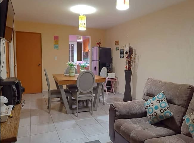 Departamento completo c/ jardín, alberca y garage.