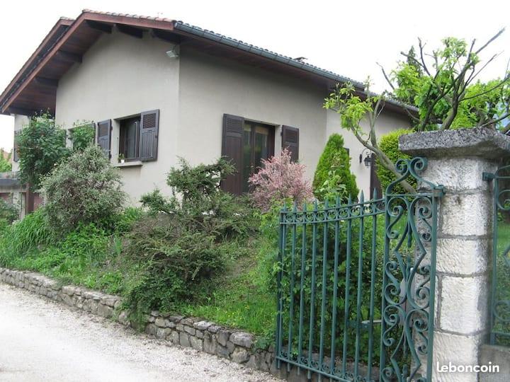 Lgt entier, 2 chambres+grand séjour 7km Grenoble