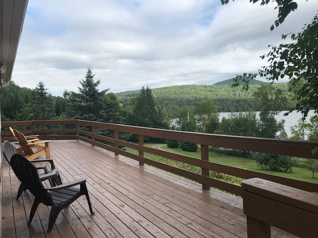 Family Friendly Lakefront Cottage