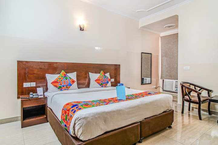 Vibrant Stays *Ideal for Couples*@Greater Noida
