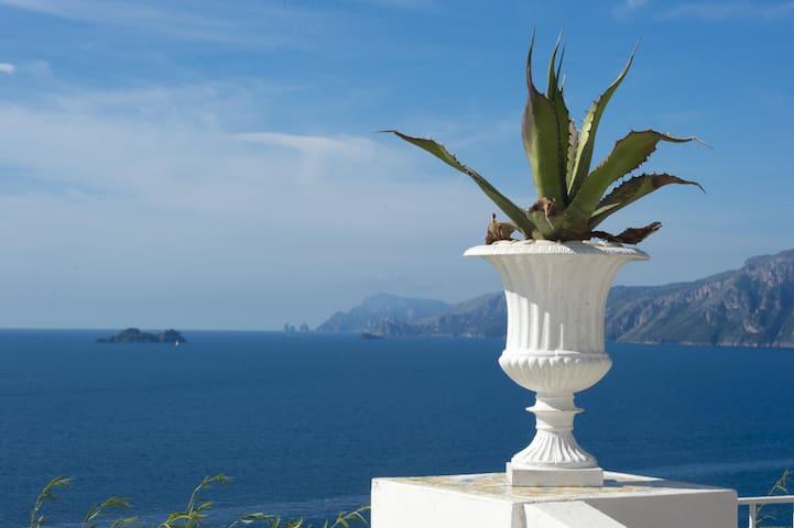 Villa Zezelio - seaview towards Positano and Capri
