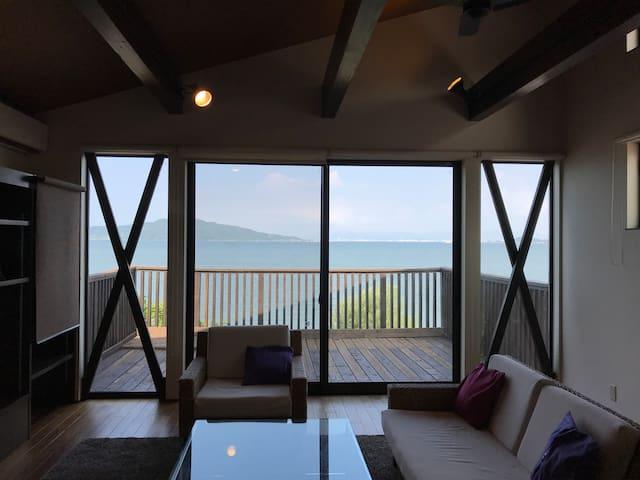 福岡市!糸島観光にも最適!絶景の海を一望する特等席デッキのある最新設備貸切戸建て。駐車4台無料!
