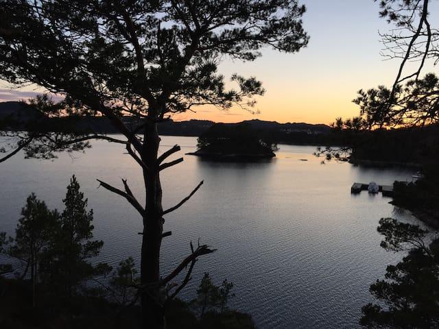 Kjellerleilighet ved fjorden med fiskemuligheter - Bømlo - Apartamento
