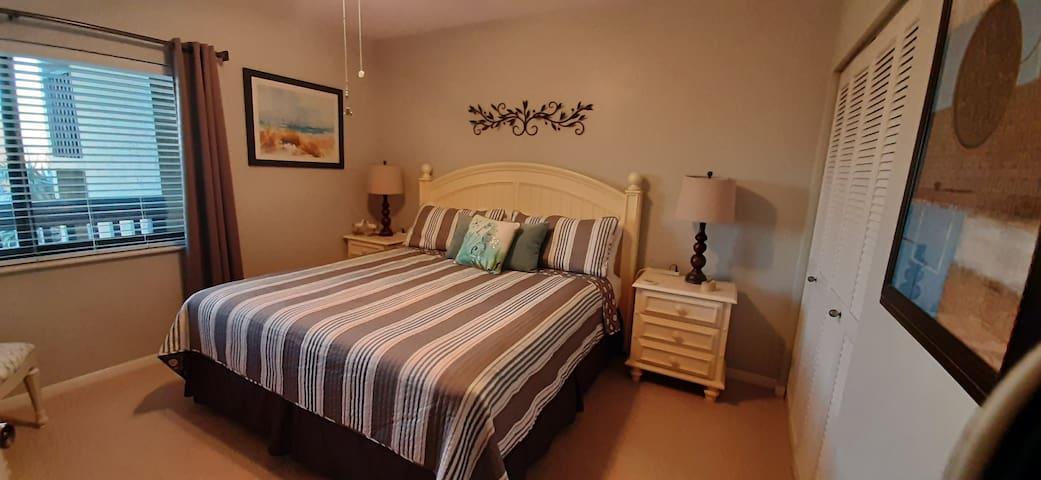 King Bed -2nd Bedroom