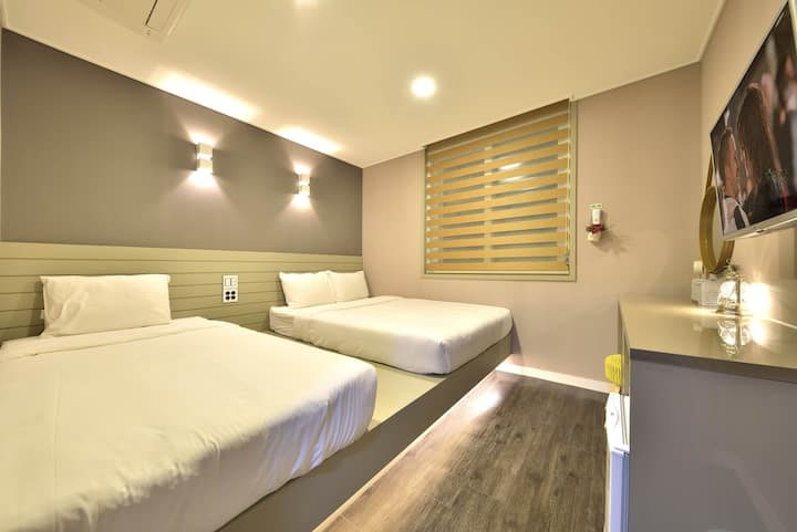 WITH U HOTEL & GUESTHOUSE TRIPLE ROOM