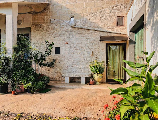 [MATERA] Free Parking. Live On A Farm With Animals