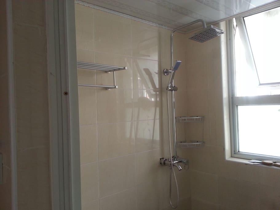 这是卫生间,很是宽敞通透!