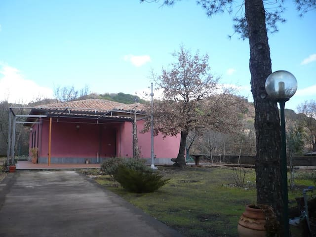 per una vacanza sull'Etna - Nicolosi - Casa