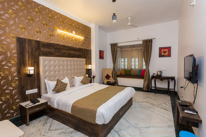 Castle Inn Family Stay in Central Udaipur 4 Rooms