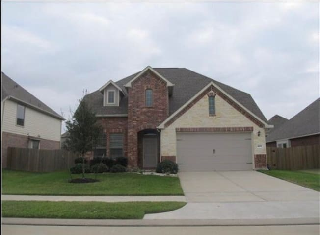 Beautiful 4 Bed Home - Water park - Katy - Haus