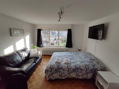 2 rooms, own bathroom, near Basel. Breakfastbox av