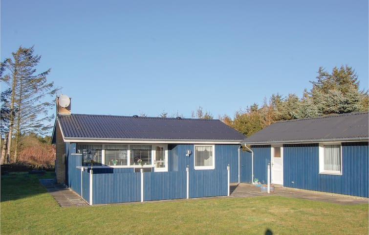 Holiday cottage with 2 bedrooms on 68m² in Løkken