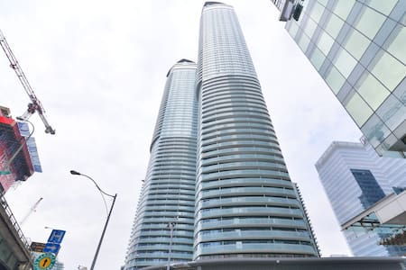 2 Bedroom Suite with a Magnificent View - Toronto - Apartment