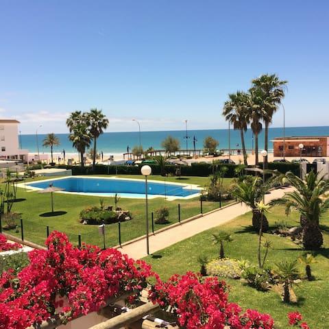 Magnífico apartamento en la Barrosa, frente al mar