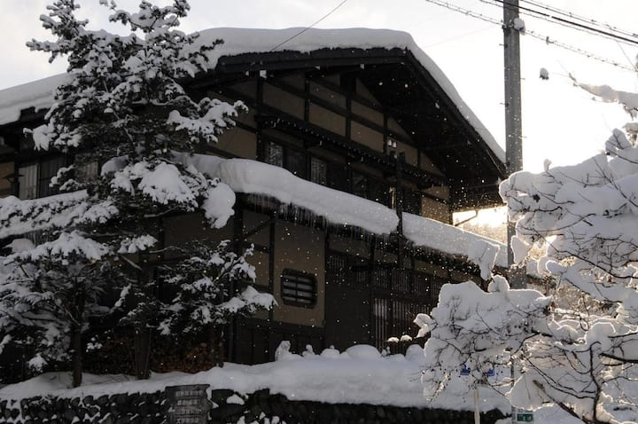 Private twin room Shirakawago & Hidatakayama sightseeing!