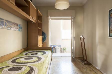 Room in antique neighborhood Lisboa - Lissabon - Lejlighed