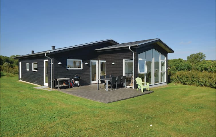 Holiday cottage with 3 bedrooms on 126 m² in Frørup