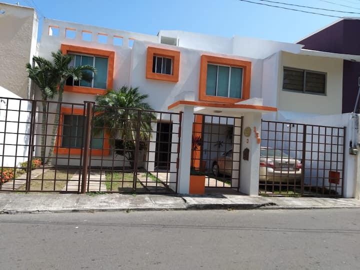 Casa de los imanes, habitación c/ AC, baño privado