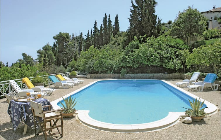 Holiday cottage with 4 bedrooms on 190m² in Melissi Korinthos