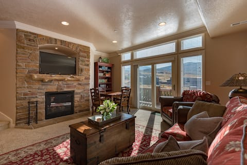 Lake Condo w/Private Hot Tub & Snowbasin Views