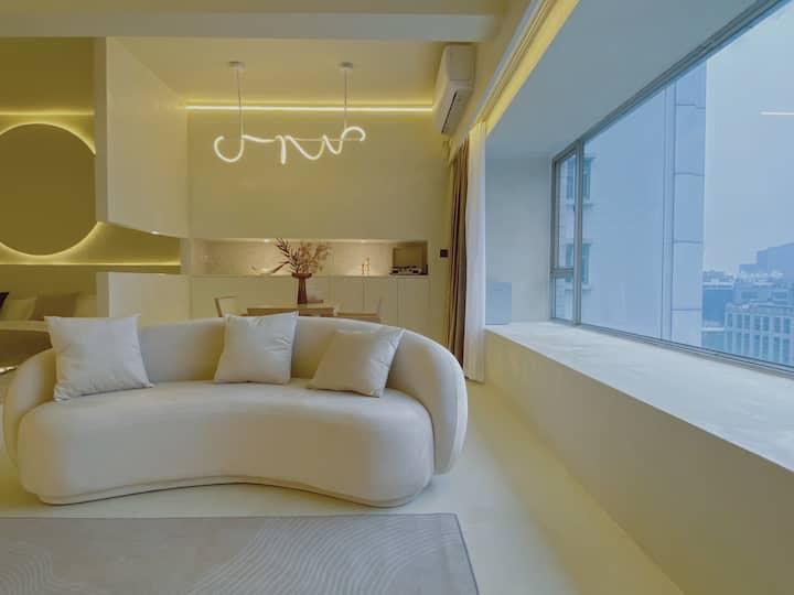 「木马」侘寂美学 步行春熙路太古里 高空超长飘窗 70平超大一居 品质浴缸 超清投影