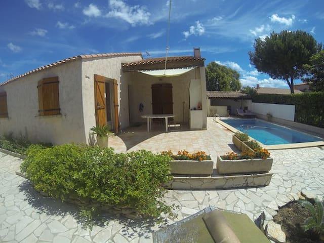 belle villa avec piscine privée - Mireval - House