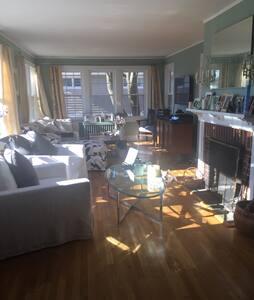 Elegant, beautiful tudor-Crestwood - Yonkers - บ้าน