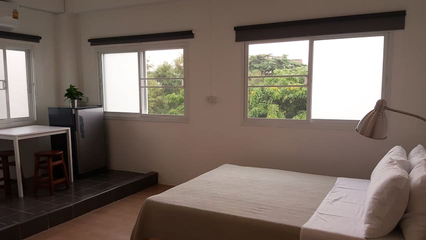 4/4 - Minimalistic queen room with A/C - Bangkok - Appartement
