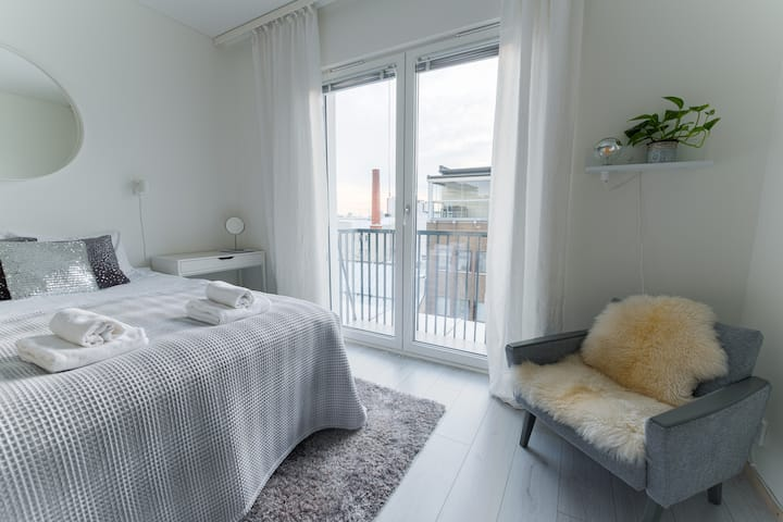 High quality top floor studio in perfect location