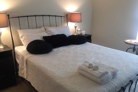 Lovely private bed & bath near DC - Apartamento