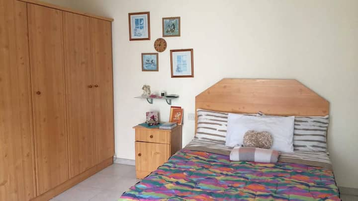 Lovely Pvte double bedroom and bathroom in sliema
