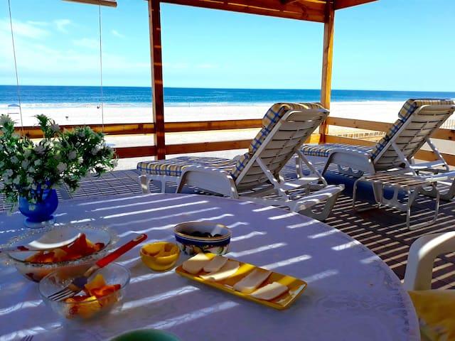 Casa Playa Hornitos, hermosa vista frente al mar