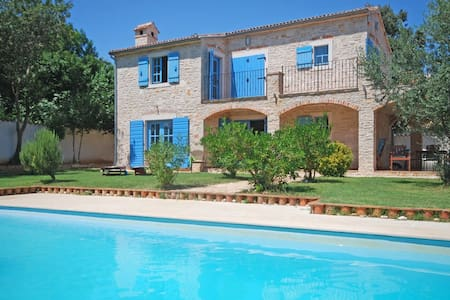 Stunning  seaside villa with pool - Ližnjan