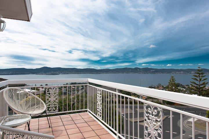 Spectacular Views, Modern, Spacious - Sandy Bay - Apartment