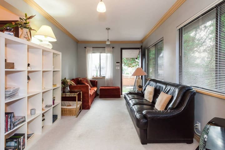 monthly rent, great house near skytrain and hospit