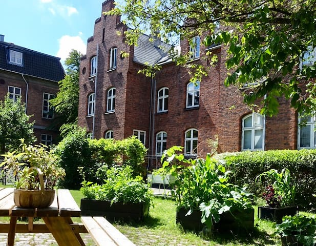 Lovely bright scandinavian 5 bed apartment