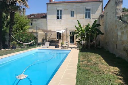 Chambre privée dans belle girondine avec piscine..