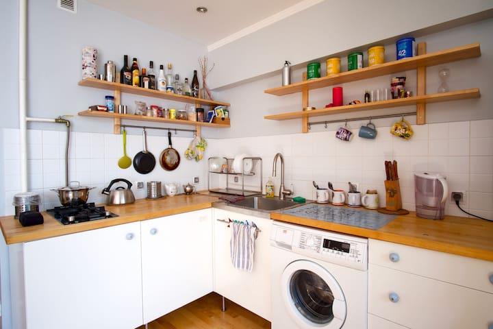 Кухня, стиральная машина, СВЧ
