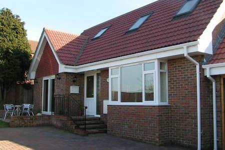 Bramley Cottage - Sandown - Maison