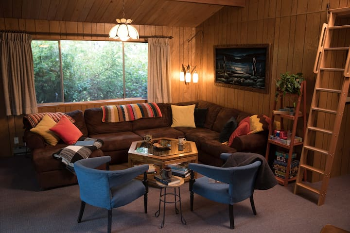 1970s Time Capsule with Private Lake Access