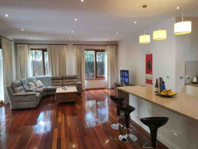 2 Large bedrooms available in a Prestige House