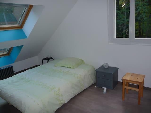 Chambre meublée avec douche privée chez l'habitant - Veigné - Gästhus