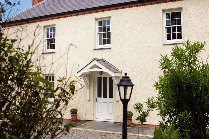Lower Old Farmhouse, Portclew Cottages, Freshwater East
