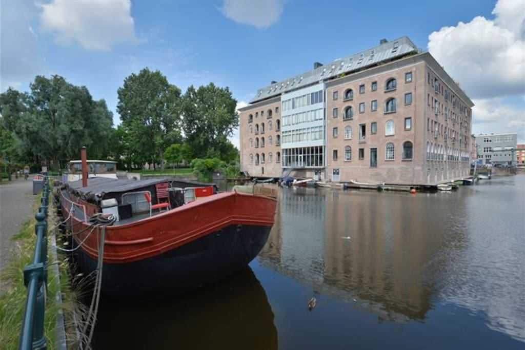 Our beautiful VOC warehouse appartment is on the 3rd floor on the right, overlooking the water