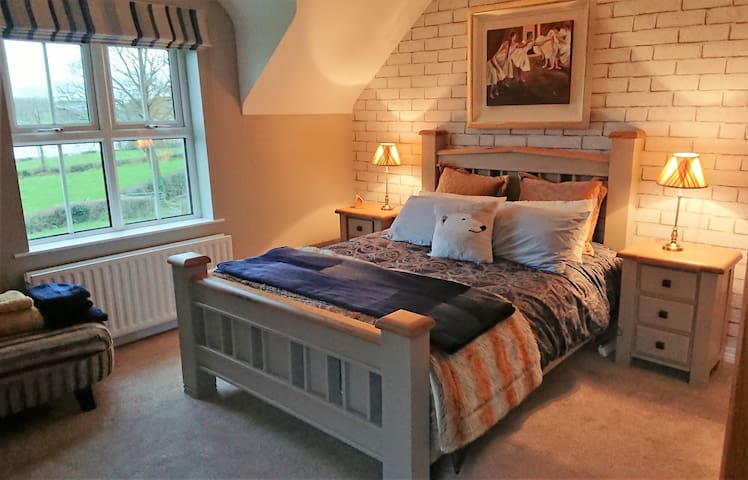 King Room with Lake view in a  Beautiful Setting