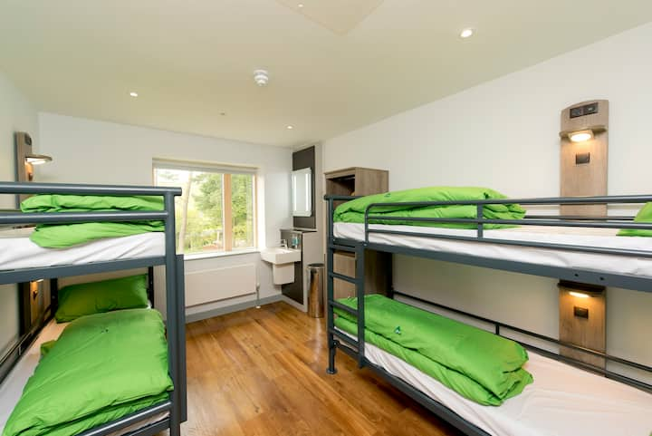 4 Bed Private Room with Shared Bathroom