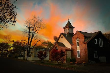 Historic and warm converted church! - Doylestown - 一軒家