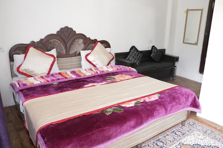 Deluxe room at Jai house