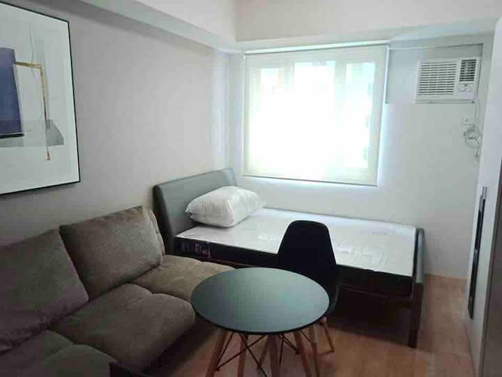 1632 New Staycation place with WiFi at Q.C.