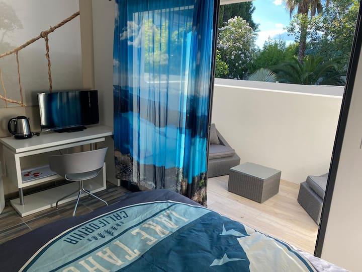 Studio neuf bord de mer avec terrasse